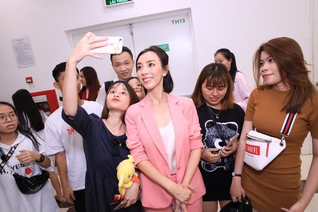Dù đã xin khán giả đừng quay lén, Chị 13 của Thu Trang vẫn bị tuồn lên YouTube để câu view  - Ảnh 6.