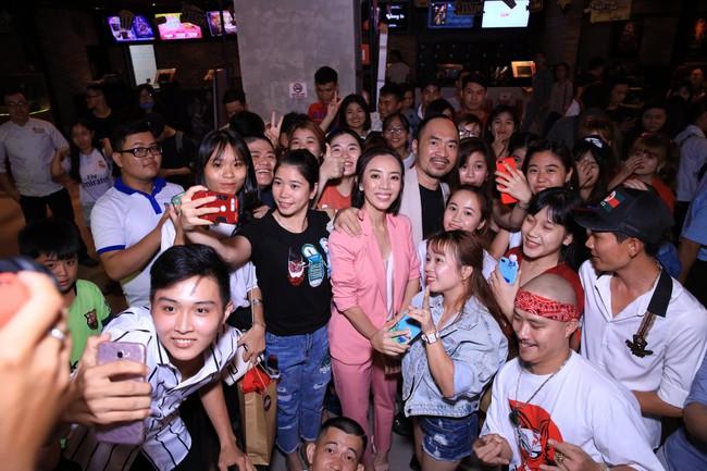 Dù đã xin khán giả đừng quay lén, Chị 13 của Thu Trang vẫn bị tuồn lên YouTube để câu view  - Ảnh 4.