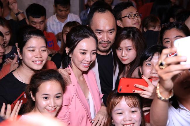 Dù đã xin khán giả đừng quay lén, Chị 13 của Thu Trang vẫn bị tuồn lên YouTube để câu view  - Ảnh 5.