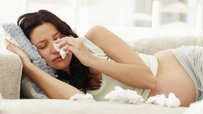 Bầu 7 tháng vẫn cố đưa cháu chồng đi khám bệnh nhưng về nhà lại bị mẹ chồng quở một câu khiến tôi ứa nước mắt - Ảnh 2.