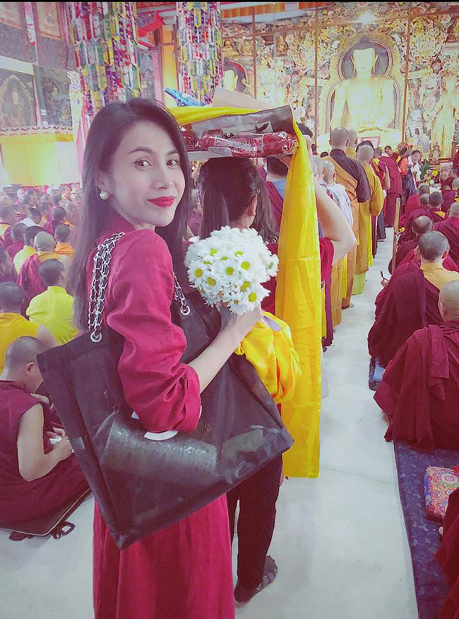 Thủy Tiên công khai kể tội con gái phao tin thất thiệt khi mẹ đi tu ở nước ngoài - Ảnh 2.