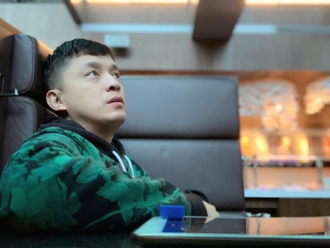 Lam Trường khiến fan lo lắng khi gặp sự cố ở sân bay, không thể bay qua Mỹ hay về Việt Nam được - Ảnh 2.
