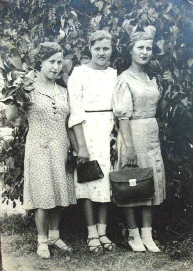 Cư dân mạng thi nhau khoe ảnh mẹ tớ ngày xưa, ai cũng phải gật gù công nhận các bà, các mẹ thời trẻ chẳng cần phấn son mà đẹp không tì vết - Ảnh 15.