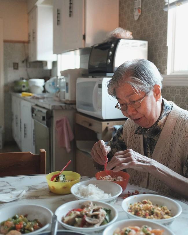 Từ những món ăn dân dã của bà già triệu views, nhớ về ăn bữa cơm quê đạm bạc thơm thảo của mẹ - Ảnh 4.