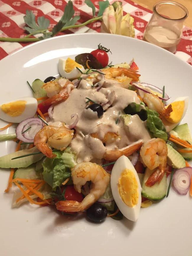Mẹ Việt ở Đức chia sẻ cách làm xốt mè trộn salad khiến MXH dậy sóng vì quá ngon - Ảnh 3.