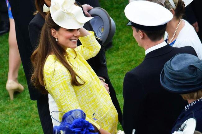 Kim Kardashian và Công nương Hoàng gia Anh Kate Middleton giống nhau bất ngờ: Từ lối sống sang chảnh cho đến mẹ ruột, con cái - Ảnh 4.