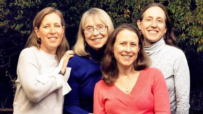 Esther Wojcicki: Bà mẹ nuôi dạy 3 con gái thành CEO Youtube và giáo sư đại học với quan điểm không tin vào ai khác, chỉ tin bản thân mình - Ảnh 7.