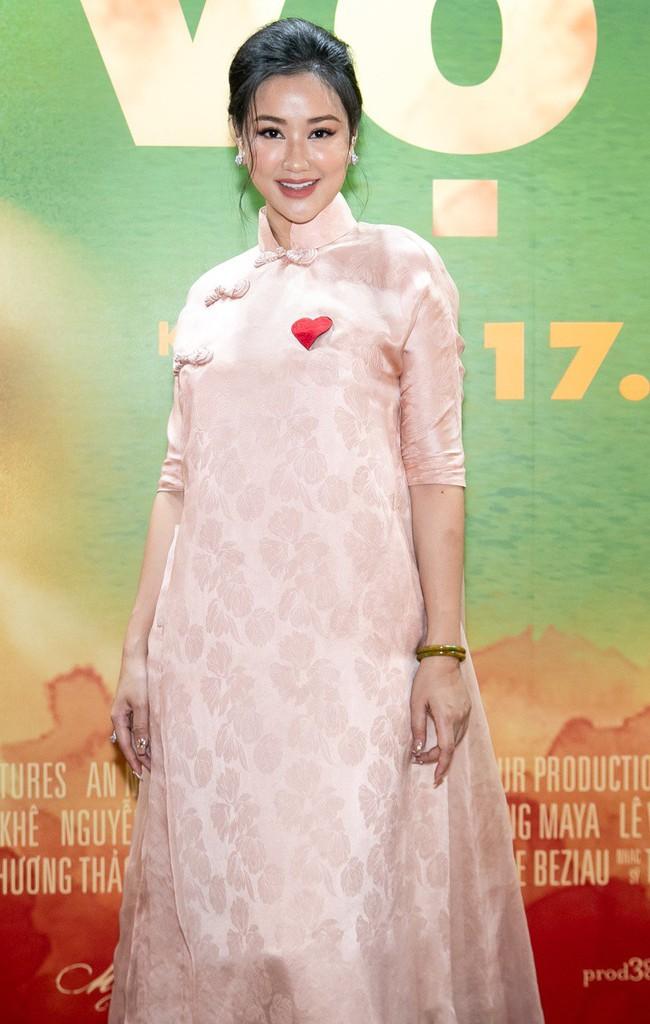 """Nữ diễn viên 15 tuổi gây sốc với cảnh lộ ngực trên màn ảnh khoe vẻ ngọt ngào trong họp báo nhưng đáng chú ý hơn là thân hình """"phát tướng"""" của Maya - Ảnh 3."""