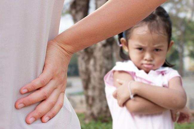 Chuyên gia nhi khoa cảnh báo: Trẻ nhỏ xuất hiện 4 biểu hiện này chứng tỏ lớn lên EQ thấp, sau 6 tuổi khó sửa đổi  - Ảnh 2.