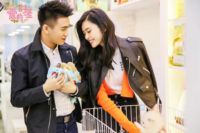 Thiếu gia trùm sòng bạc Macau bao trọn trung tâm thương mại, mua 99,999 bông hoa hồng để cầu hôn chân dài Victorias Secret - Ảnh 4.