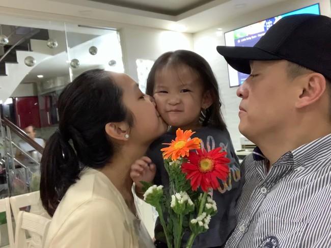 Bị vợ trẻ hờn trách, Lam Trường chuộc lỗi bằng cách mời bố mẹ vợ đi ăn tối nhân ngày đặc biệt  - Ảnh 2.