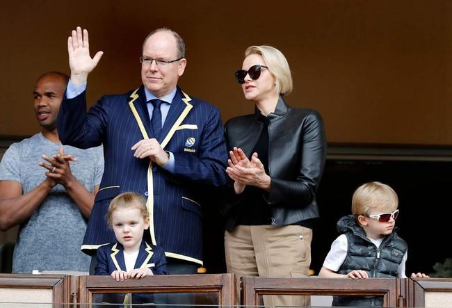"""Cùng nhau lên đồ """"chất hơn nước cất"""", gia đình Hoàng gia Monaco đang khiến dân mạng tan chảy vì quá sức đáng yêu - Ảnh 3."""