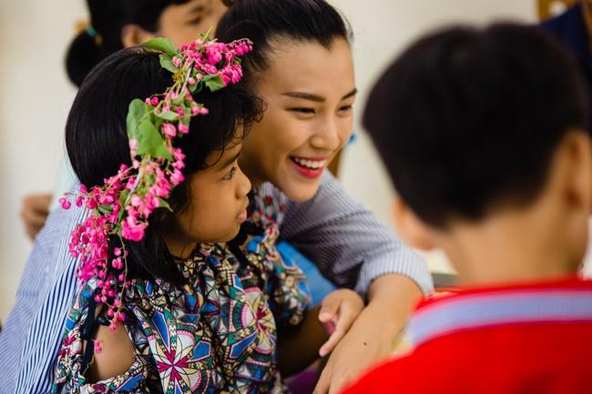 Á hậu Hoàng Oanh bất ngờ tiết lộ có 10 người con nuôi  - Ảnh 6.