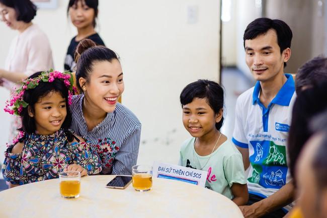 Á hậu Hoàng Oanh bất ngờ tiết lộ có 10 người con nuôi  - Ảnh 5.