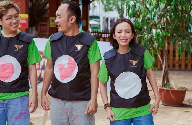 Vừa tái xuất sau Chị Mười Ba, vợ chồng Thu Trang - Tiến Luật đã trở mặt thành thù - Ảnh 5.