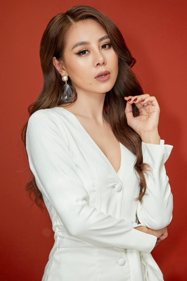 Bị chê khi làm MC Bạn muốn hẹn hò, Nam Thư lên tiếng: Tôi không dám đọc bình luận của khán giả!  - Ảnh 2.