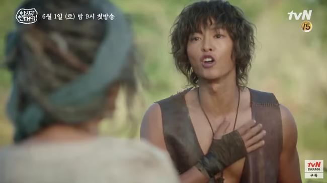 Ngã ngửa với thân thế của Song Joong Ki trong phim mới: Là tác phẩm của người mẹ xinh đẹp và một sinh vật đã tuyệt chủng - Ảnh 5.