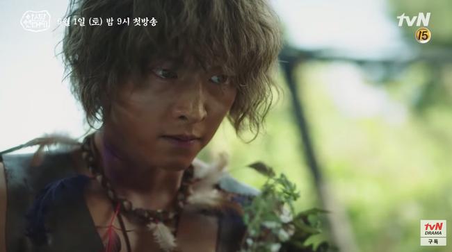 Ngã ngửa với thân thế của Song Joong Ki trong phim mới: Là tác phẩm của người mẹ xinh đẹp và một sinh vật đã tuyệt chủng - Ảnh 4.