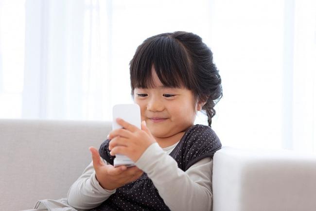 Tiết lộ về số giờ trẻ dưới 5 tuổi có thể dùng tivi - điện thoại, nhiều cha mẹ giật mình vì đã để con xem quá nhiều - Ảnh 2.