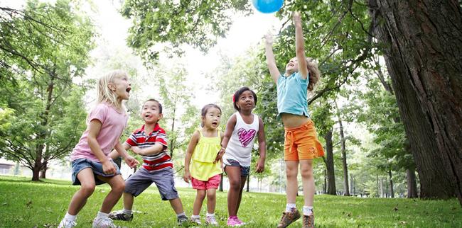 Tiết lộ về số giờ trẻ dưới 5 tuổi có thể dùng tivi - điện thoại, nhiều cha mẹ giật mình vì đã để con xem quá nhiều - Ảnh 4.
