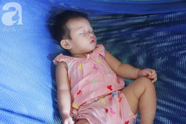 Bé gái 1 tuổi co giật liên tục đến mức méo miệng, bố mẹ nghèo bật khóc khi đã có tiền chữa bệnh cho con - Ảnh 7.