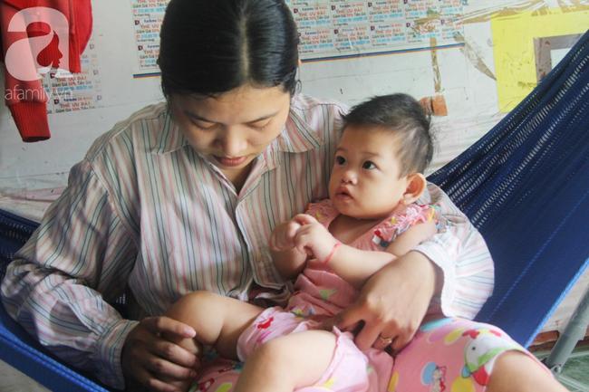 Bé gái 1 tuổi co giật liên tục đến mức méo miệng, bố mẹ nghèo bật khóc khi đã có tiền chữa bệnh cho con - Ảnh 11.