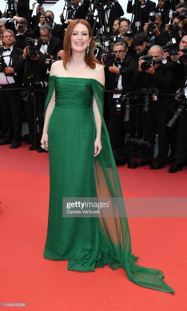 Thảm đỏ Cannes 2019: Selena khoe vòng 1 khủng, chân dài Thái Lan lại nổi bần bật nhờ váy lạ - Ảnh 4.