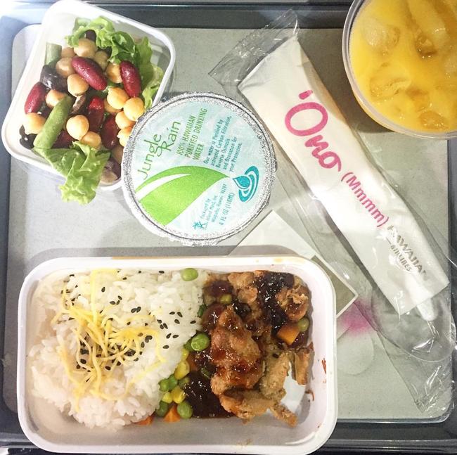 Dạo một vòng xem món ăn trên máy bay của các nước, Việt Nam phục vụ mì Ý trong khi Mỹ, Pháp phục vụ cơm - Ảnh 7.