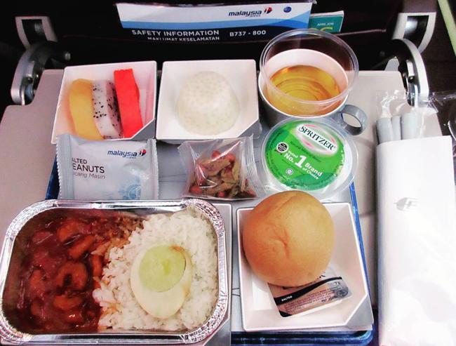 Dạo một vòng xem món ăn trên máy bay của các nước, Việt Nam phục vụ mì Ý trong khi Mỹ, Pháp phục vụ cơm - Ảnh 9.