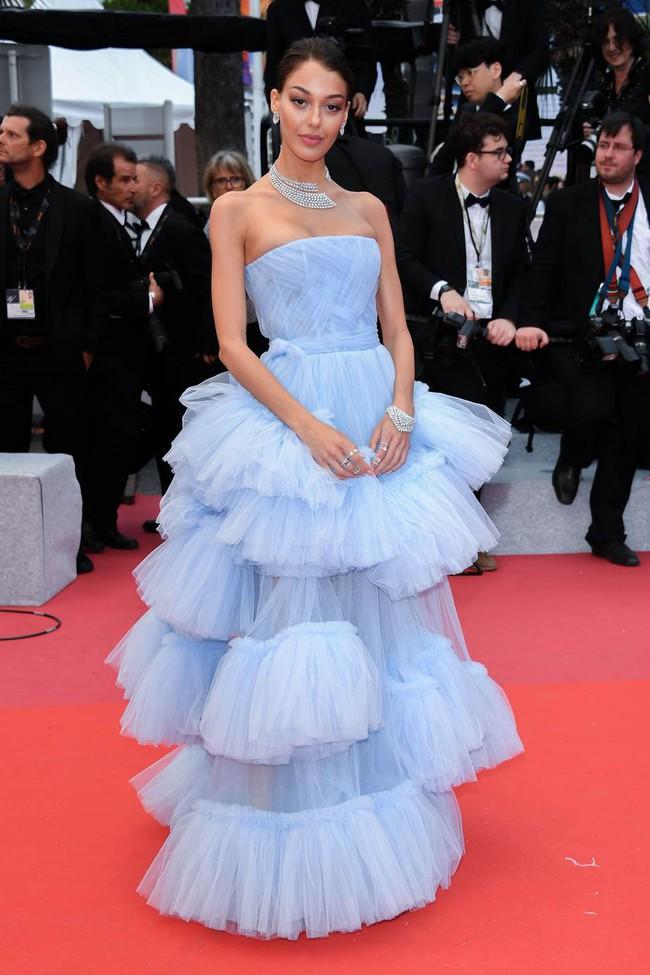 Muốn lịm đi với màn tập hợp váy công chúa ngày khai mạc Cannes 2019, bộ nào cũng bồng bềnh thần tiên quá đỗi - Ảnh 9.