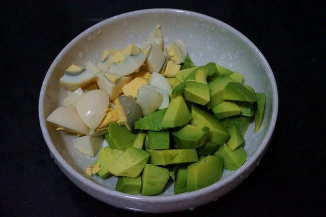 Nóng quá ăn cơm không nổi thì làm salad ăn cho mát các mẹ ơi! - Ảnh 1.