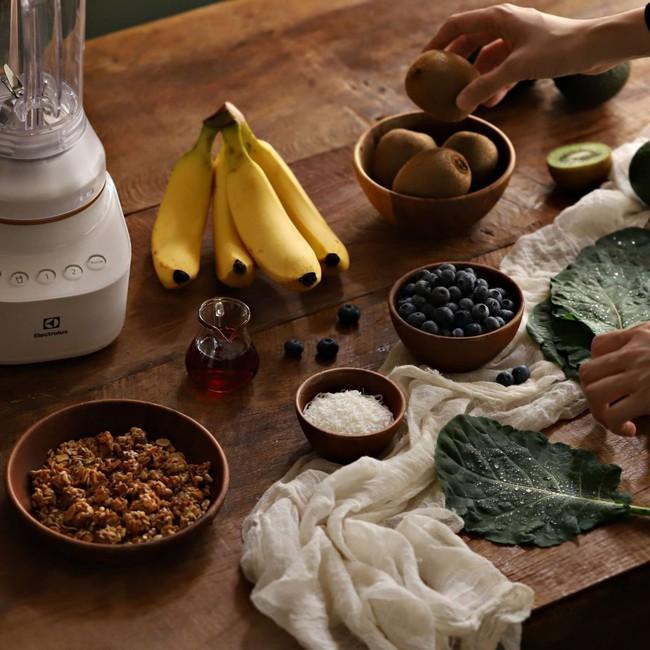 Muốn giảm cân mùa hè, bạn hãy nhớ 2 công thức sinh tố siêu ngon này cho bữa sáng - Ảnh 1.