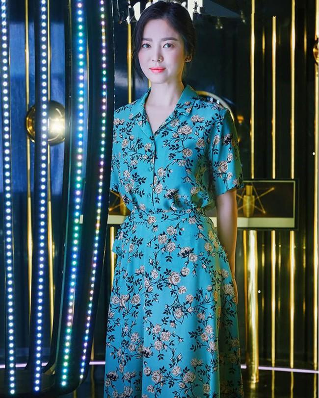 Sau lùm xùm ly hôn, đại mỹ nhân xứ Hàn Song Hye Kyo lộ mặt già nua lão hóa khi dự sự kiện - Ảnh 1.