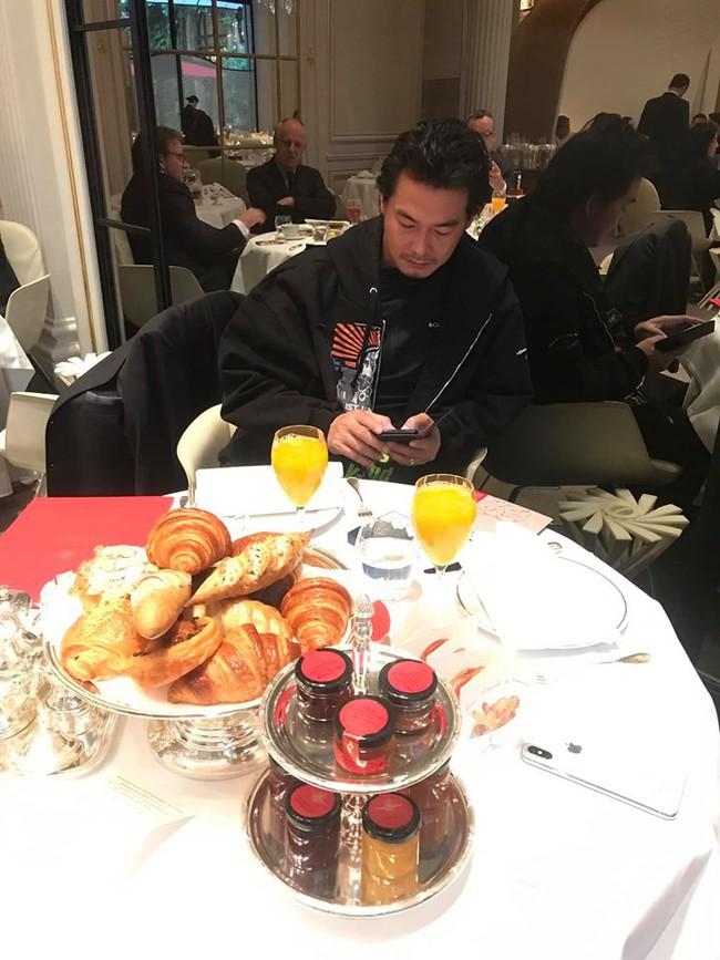 Sang Pháp du lịch, ở khách sạn hạng sang nhưng Quách Ngọc Ngoan và vợ đại gia lại mê mệt món ăn bình dân này - Ảnh 3.