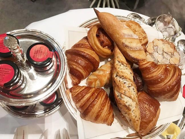 Sang Pháp du lịch, ở khách sạn hạng sang nhưng Quách Ngọc Ngoan và vợ đại gia lại mê mệt món ăn bình dân này - Ảnh 7.