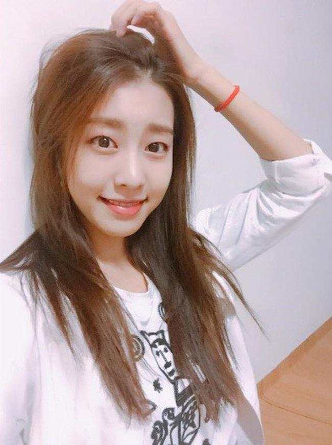 Bạn gái kém 17 tuổi của So Ji Sub hóa ra lại cực kỳ nổi tiếng tại Hàn Quốc và thậm chí được tôn là nữ thần  - Ảnh 13.