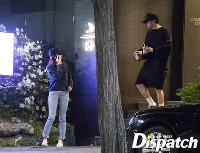 Trước thông tin So Ji Sub công khai hẹn hò bạn gái kém 17 tuổi gây sốt cả châu Á, hội chị em Việt liền có phản ứng bất ngờ - Ảnh 1.
