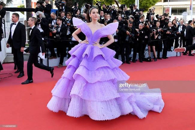 """Thảm đỏ Cannes 2019 ngày thứ 3: """"Đội quân"""" mỹ nhân Thái Lan chiếm spotlight, Hoa hậu thế giới xuất hiện với thân hình mũm mĩm - Ảnh 2."""