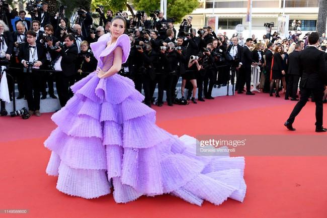 """Thảm đỏ Cannes 2019 ngày thứ 3: """"Đội quân"""" mỹ nhân Thái Lan chiếm spotlight, Hoa hậu thế giới xuất hiện với thân hình mũm mĩm - Ảnh 1."""