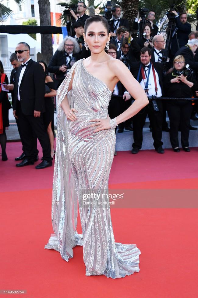 """Thảm đỏ Cannes 2019 ngày thứ 3: """"Đội quân"""" mỹ nhân Thái Lan chiếm spotlight, Hoa hậu thế giới xuất hiện với thân hình mũm mĩm - Ảnh 4."""