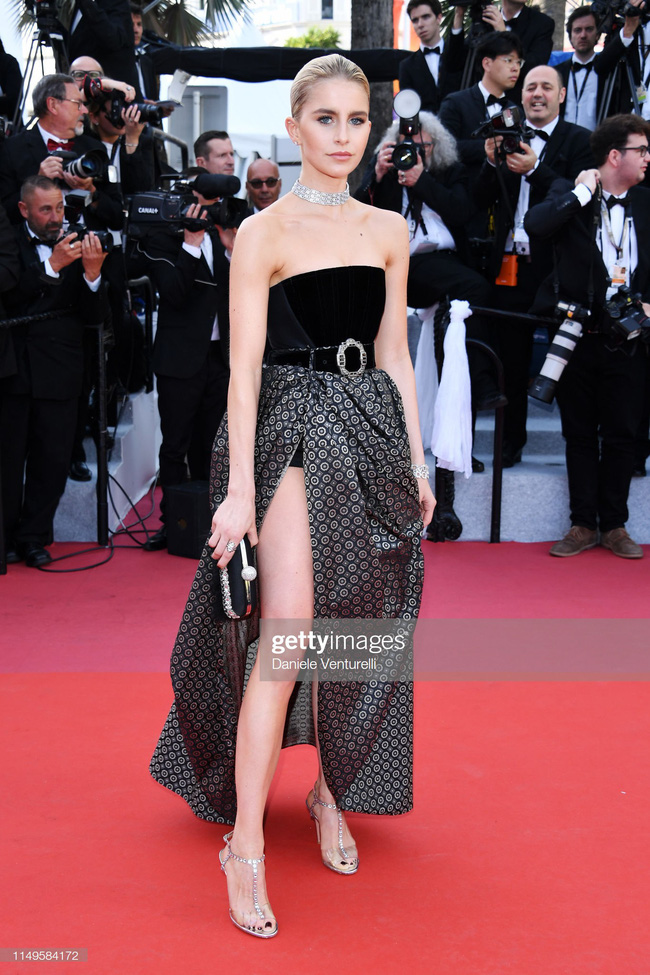 """Thảm đỏ Cannes 2019 ngày thứ 3: """"Đội quân"""" mỹ nhân Thái Lan chiếm spotlight, Hoa hậu thế giới xuất hiện với thân hình mũm mĩm - Ảnh 12."""
