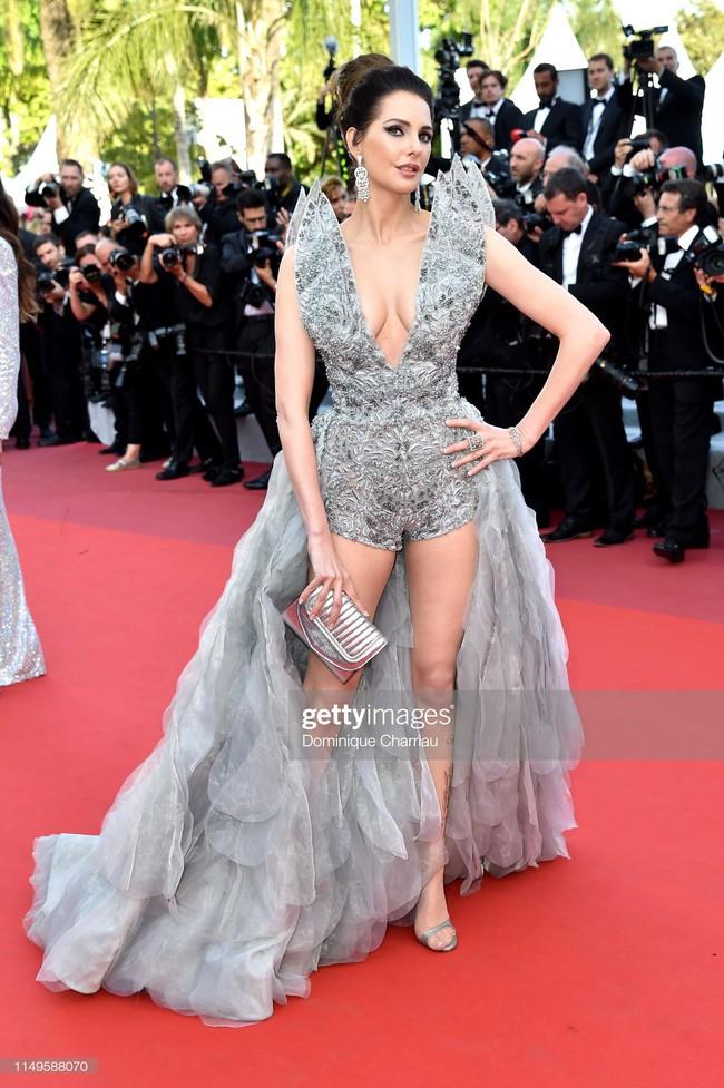 """Thảm đỏ Cannes 2019 ngày thứ 3: """"Đội quân"""" mỹ nhân Thái Lan chiếm spotlight, Hoa hậu thế giới xuất hiện với thân hình mũm mĩm - Ảnh 10."""