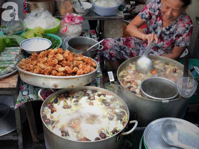 Quán ăn nhỏ hơn 40 năm tuổi góp phần làm nên văn hóa ẩm thực hẻm Sài Gòn: 7 ngày bán 7 món khác nhau, tuyệt hảo nhất chính là món chay - Ảnh 3.