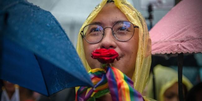 Chùm ảnh: Hàng trăm người vỡ òa cảm xúc khi Đài Loan hợp pháp hóa hôn nhân đồng giới, một lần nữa tình yêu lại giành chiến thắng - Ảnh 1.