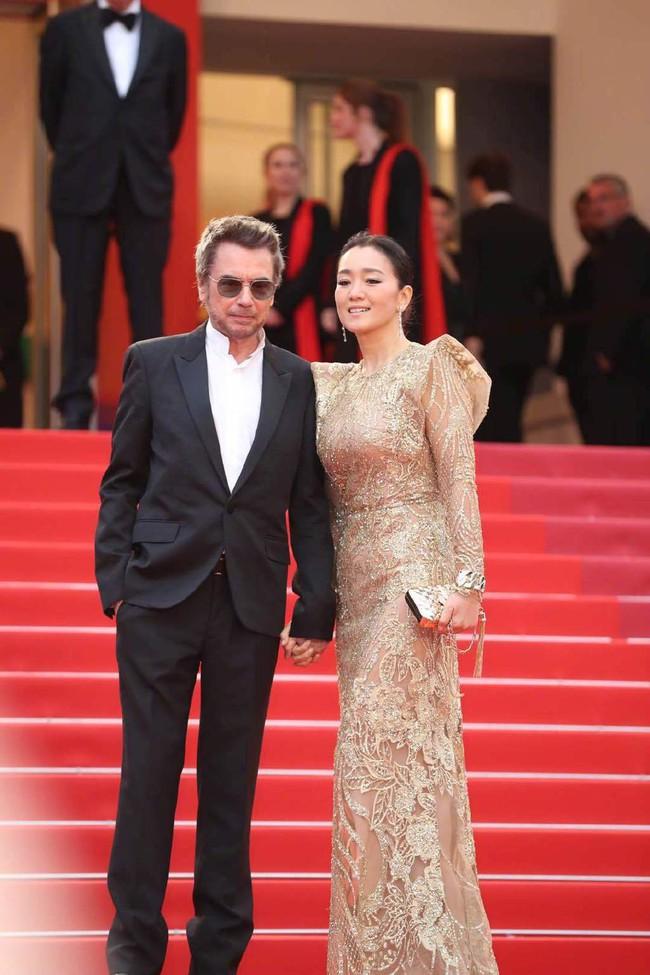Ngộp thở với các  màn khoe ngực táo bạo tại Cannes ngày 4: Mỹ nhân Như Ý Truyện khoe sắc với váy xẻ cũng vẫn chào thua siêu mẫu thả rông vòng 1  - Ảnh 8.