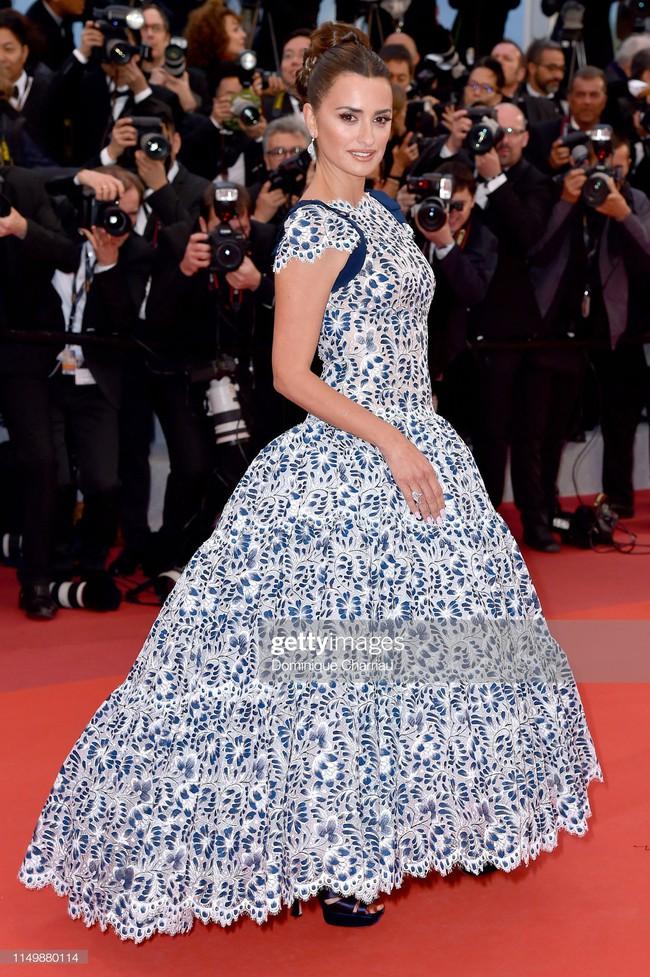 Ngộp thở với các  màn khoe ngực táo bạo tại Cannes ngày 4: Mỹ nhân Như Ý Truyện khoe sắc với váy xẻ cũng vẫn chào thua siêu mẫu thả rông vòng 1  - Ảnh 9.