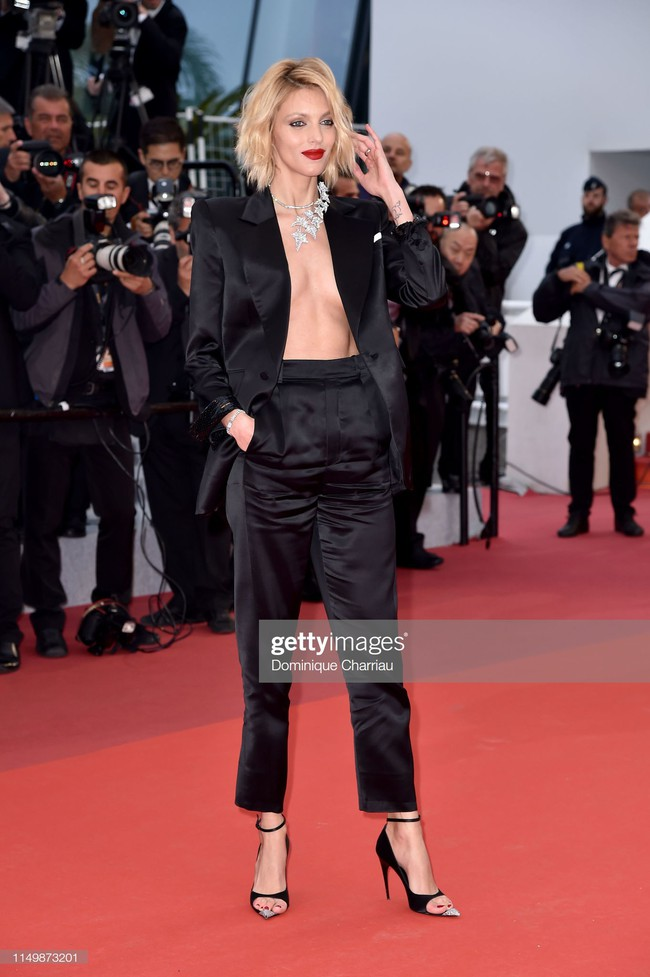 Ngộp thở với các  màn khoe ngực táo bạo tại Cannes ngày 4: Mỹ nhân Như Ý Truyện khoe sắc với váy xẻ cũng vẫn chào thua siêu mẫu thả rông vòng 1  - Ảnh 3.