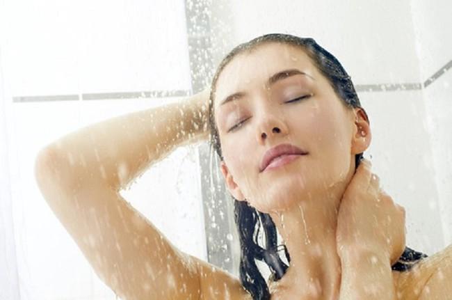 Tắm vào mùa hè: Hãy nhớ 2 thời điểm vàng và 7 việc không làm khi tắm để tránh bị đột tử - Ảnh 2.