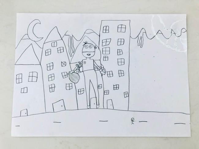 Thủy Tiên muốn xỉu khi con gái nhỏ có vẻ đam mê nghề ăn cướp - Ảnh 1.