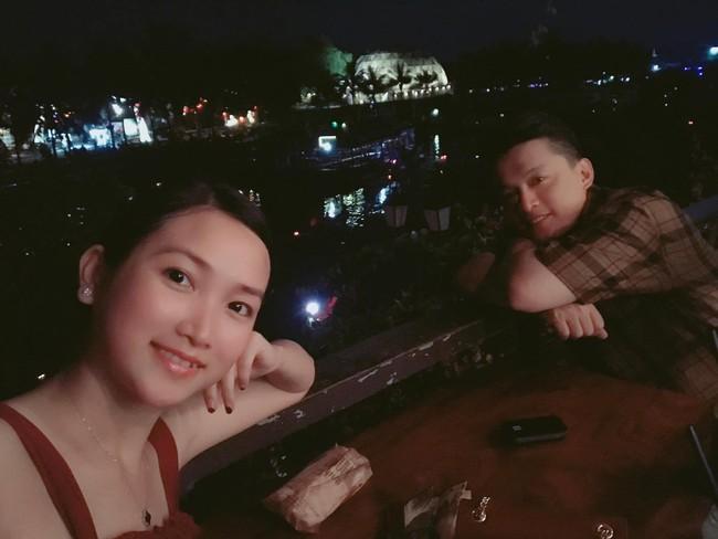 Vợ chồng Lam Trường lần đầu đi du lịch riêng sau 5 năm kết hôn mà cuối cùng vẫn không toàn tâm toàn ý vì điều này - Ảnh 2.
